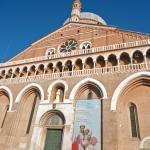 ao lado da Basílica de Santo antônio de Pádua