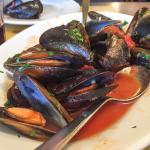 Cozze (sautéed mussels)