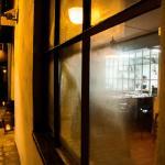 Beliggende i Brix Gaard med indgang fra CW Obels plads