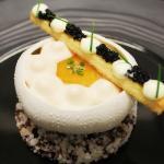 L'oursin de Galice servi en coque, jaune d'œuf de poule crémeux,Céleri rave/cresson de fontaine