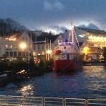 Bilden tagen strax utanför hotellet i den lilla hamnen.