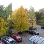 Blick vom Hotelbalkon auf Parkplatz