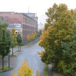 Blick vom Balkon auf die Straße (wird als Fahrschulgelände genutzt)