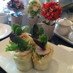 Fresh Salad Rolls with Shrimp and Tofu!