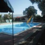 piscina con scivolo (quello giallo è altissimo)