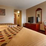 Recently renovated 2 Queens Room
