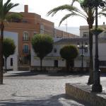 Kirchplatz mit dem Hotel im Hintergrund