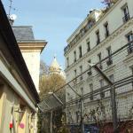 Terraço do hostel com vista para a catedral Sacré-Couer