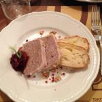 Terrina di maiale con marmellata di cipolla rossa