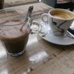 Chocolat chaud et café en terasse