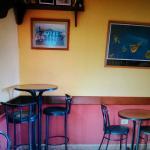 entrada, zona del bar