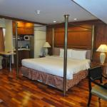 Room with Big Bed Fridge etc