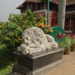 Лев устал