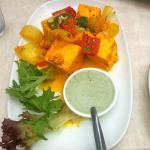 Totally un-grilled paneer tikka. Tasty but raw! pointless!!