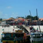 Cás da ilha, entrada da vila