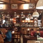 Vista interior del bar.