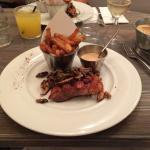 Magret de canard, champignons sauce cacahuètes