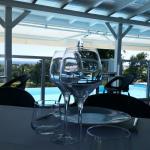 Salle du restaurant donnant sur le golf, saint françois et la mer