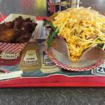 Hot wings e insalata