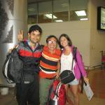 Foto con el dueño del hostel, que nos fue a dejar al aeropuerto.