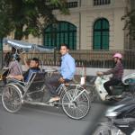 рядом с отелем стоянка велорикш