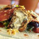 Crostini alle noci e gorgonzola e la spianata piccante