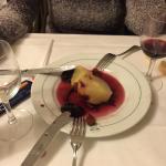 Birne in Rotwein als Nachtisch