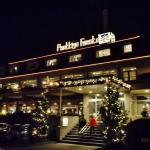 Hotel/Restaurant van der Valk , vanaf de parkeerplaats .