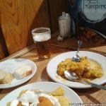 Bar de Tapas El Respiro, Paella y Patatas Bravas.