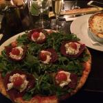 Cosy place with excellent service, friendly staff and amazing food! Pizza with Bresaola is a mus
