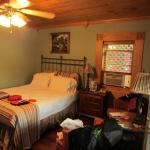 Ridgeway Inn room