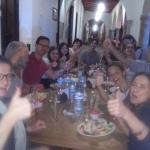 Felices y contentos por la comida en el restaurante CAFE LOS ARCOS
