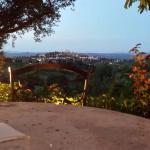 Sala da pranzo all'aperto con vista su San Gimignano