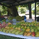 Bancarella della frutta di Beau  Vallon