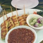 Satay appetizer with peanut sauce