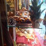 Les rochers amandes (bas), oranges confites chocolat noir (haut)