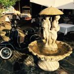 The fountain and Vespa at La Vida