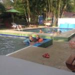 Disfrutando las piscinas