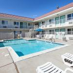 Photo de Motel 6 Stockton - Charter Way West