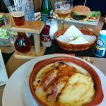 Indivia al gratin e hamburger