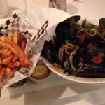 Mussels with provençale broth and frites with mayonnaise