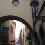 Выход из отеля на Староместкую площадь.