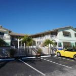 Motel von außen mit unserem gelben Camaro