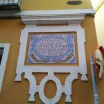 El hotel se encuentra en la misma calle en la que nació el poeta Manuel Machado en el año 1874.
