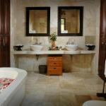 Villa Awang Awang en-suite bathroom