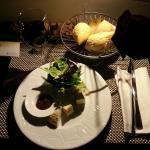Une assiette de fromages en room service