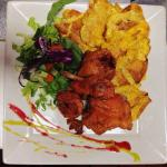 Deep-fried chicken accompanied with plantain croutons
