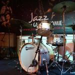 L'espace musique jazz dans la salle du restaurant