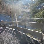 escaleras para bajar a la plaza