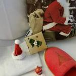 Chocolates de bienvenida y pantuflas navideñas